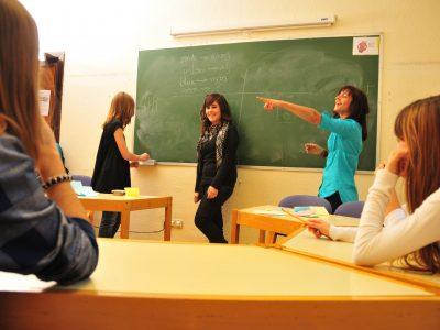 Tus hijos/as podrán disfrutar de unas clases divertidas y efectivas este verano para mejorar su nivel de alemán o inglés .
