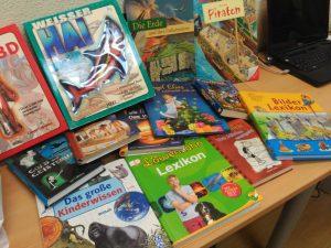TANDEM recibe una donación de libros de alemán para su biblioteca infantil